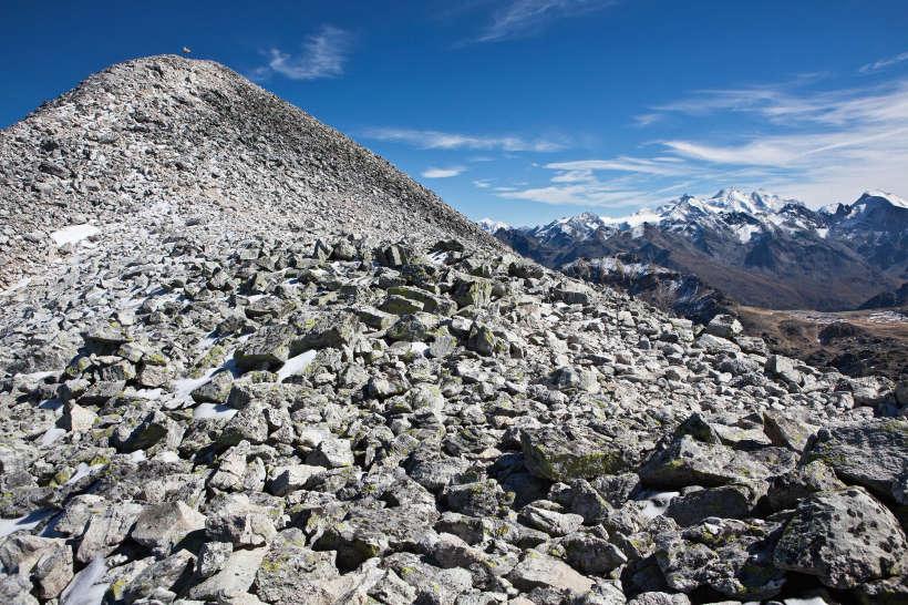 Gipfel der Bella Tola (3025 m), rechts Weissmies, Schilthorn, Nadelhorn, Dom, Täschhorn, Alphubel, Strahlhorn, Äusseres Barrhorn.