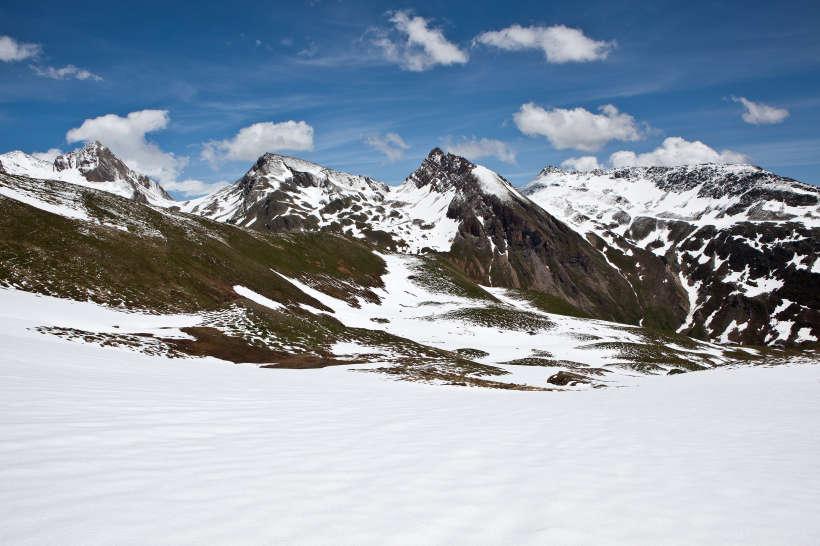 Alp Oberu - Galm - Horlini: Panorama im Aufstieg. Mauerhorn, Restirothorn, Laucherspitzen, Faldum Rothorn, Hogleifa