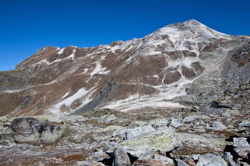 Rothorn (2998 m) und Bella Tola (3025 m) von Süden.