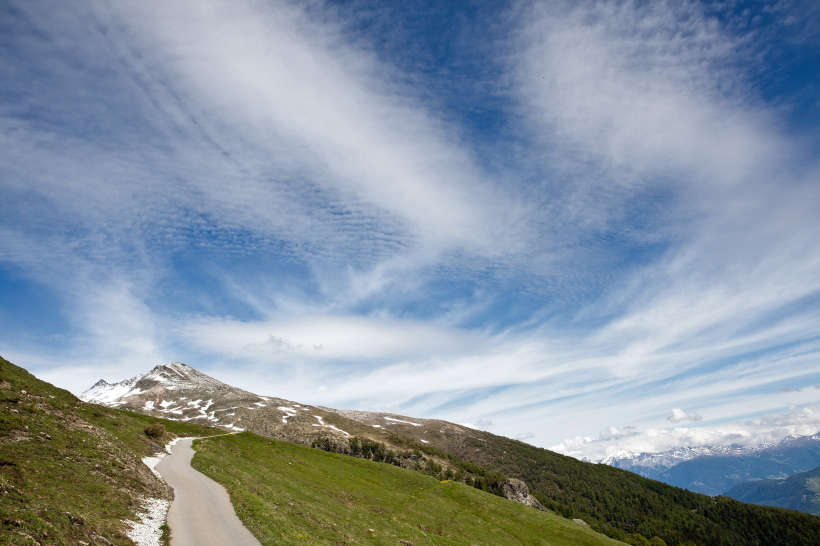 Weg nach Galm mit Hogleifa (3279 m)