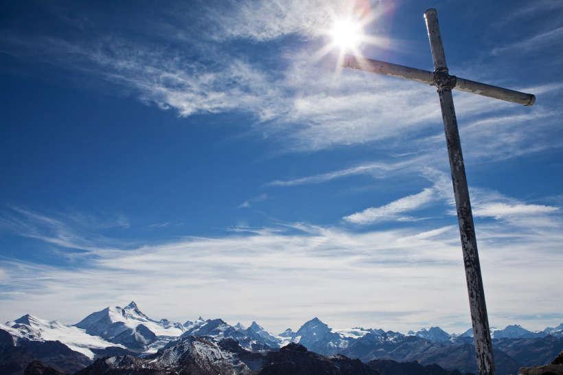 Gipfelkreuz Bella Tola (3025 m): Brunegghorn; Bishorn; Weisshorn; Schalihorn; Les Diablons; Zinalrothorn; Obergabelhorn; Besso; Matterhorn; Mont Durand; Pointe de Zinal; Dent Blanche; Grand Cornier; Wallis; Valais; Schweiz