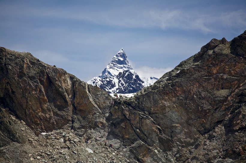 Val des Dix: Pas de Chèvres, Matterhorn, Dents de Bertol. In der Bildmitte die Leitern des Pas de Chèvres.