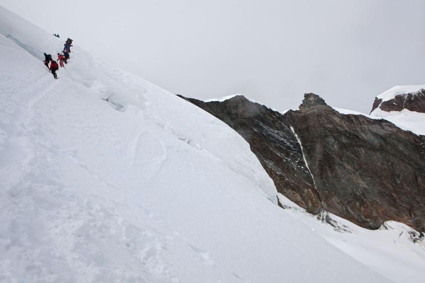 Abstieg vom Feejoch (Allalinhorn), Feegletscher, Feechopf, Alphubel.