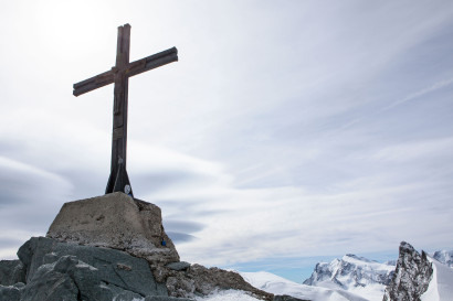 Gipfelkreuz Allalinhorn, Strahlhorn, Signalkuppe, Zumsteinspitze, Dufourspitze, Rimpfischhorn.