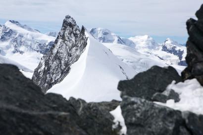 Panorama vom Allalinhorn: Monte Rosa Dufourspitze, Cima di Scoperta, Rimpfischhorn, Liskamm Westgipfel, Castor, Pollux.