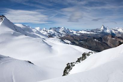 Panorama vom Feejoch: Rimpfischhorn, Mellrichgletscher, Liskamm, Castor, Pollux, Breithorn, Klein Matterhorn, Matterhorn, Oberrothorn, Mont Blanc, Grand Combin de Grafeneire.