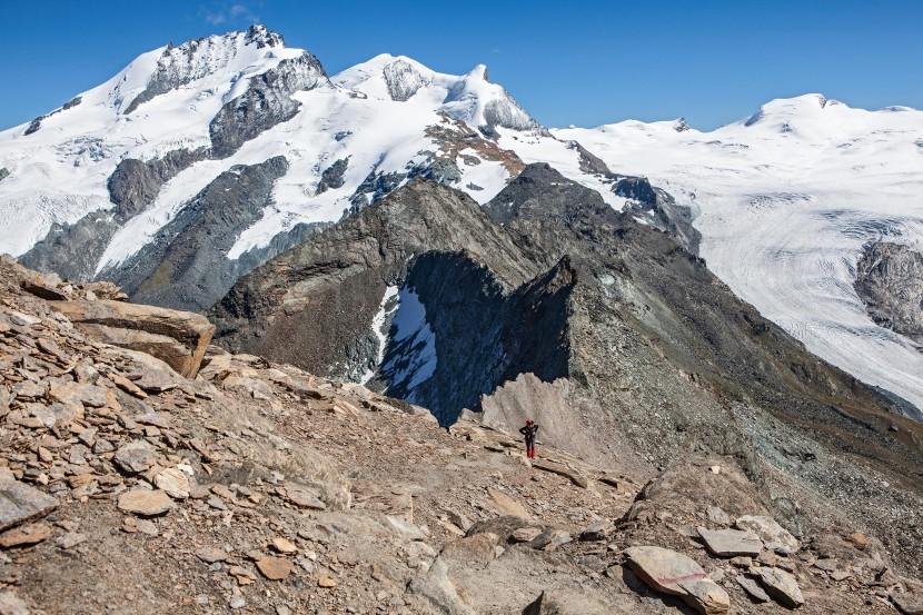 Anstieg zum Oberrothorn: Rimpfischhorn, Strahlhorn, Fluehorn, Adlerhorn, Spitzi Flue, Neue Weisstorspitze, Findelgletscher