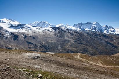 Panorama im Aufstieg: Monte Rosa, Nordend, Dufourspitze, Liskamm Ost- und Westgipfel, Castor, Pollux, Breithorn, Gornergrat, Klein Matterhorn