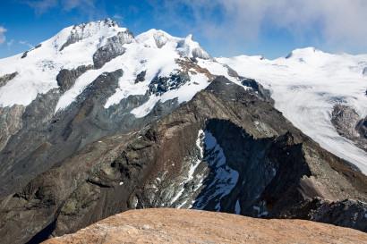 Vom Oberrothorn nach Osten: Rimpfischhorn, Strahlhorn, Fluehorn, Adlerhorn, Neue Weisstorspitze, Findelgletscher, Cima di Jazzi