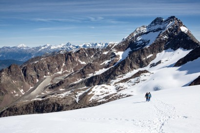 Panorama im Aufstieg nach Norden: Triftgletscher, Rinderhorn, Balmhorn, Doldenhorn, Blümlisalphorn, Bietschhorn, Nesthorn, Lagginhorn
