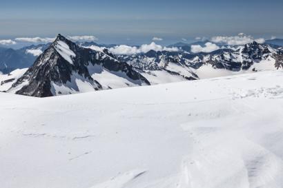 Panorama im Aufstieg nach Süden: Portjengrat / Pizzo d'Andolla, Mittelrück, Pizzo Bottarello - Sonnighorn