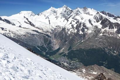 Weissmie - Panorama im Abstieg nach Westen: Alphubel, Längflue, Täschhorn, Dom, Lenzspitze, Nadelhorn, Stecknadelhorn, Weisshorn, Ullrichshorn, Dürrenhorn, Gemshorn, Saas Fee, Saas-Tal,