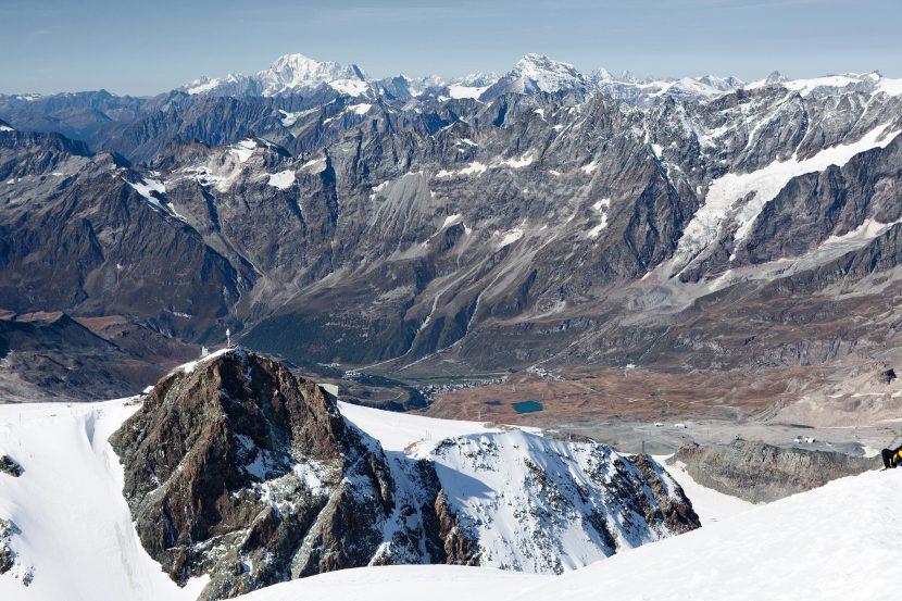 Klein Matterhorn (3883m), Hintergrund: Mont Blanc (4810m), Mont Dolent (3820m), Grand Combin de Grafeneire (4314m)