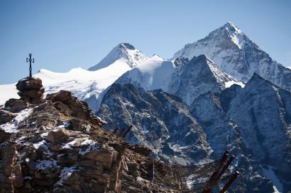 Gipfel Pointe du Tsaté (3078 m), im Hintergrund: Bouquetins, Grand Cornier, Pointe de Moiry, Pointes de Mourti, Dent Blanche, Tsa de la Ano