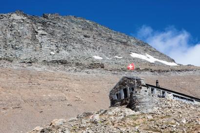 Wasenhorn (3246 m) mit Monte Leone Hütte (2848 m)