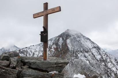 21_Gipfelkreuz-Dreizehntenhorn-mit-Schwarzhorn.jpg