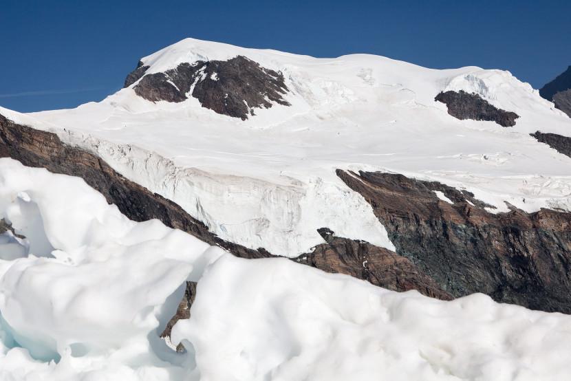 Alphubel (4206 m) mit Alphubeljoch, Eisnase und Feegletscher