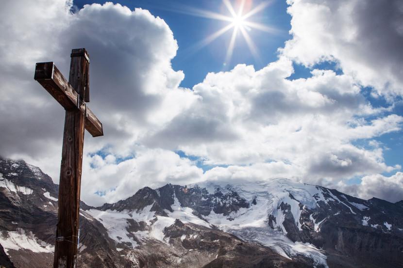 27_-Jegihorn-Gipfelkreuz-mit-Weissmies.jpg