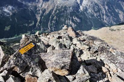 28_Jegihorn-Wegweiser-am-Gipfel.jpg