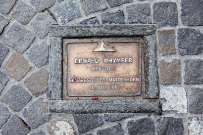 01_Zermatt-Gedenkstein-Erstbesteiger-Matterhorns-Edward-Whymper.jpg