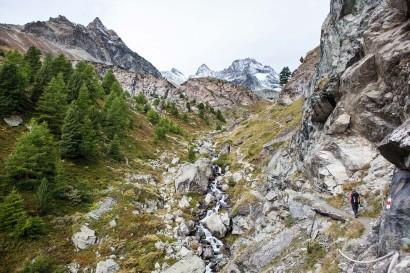 Wanderweg durch das Trifttal mit Unter Gabelhorn, Ober Gabelhorn und Wellenkuppe