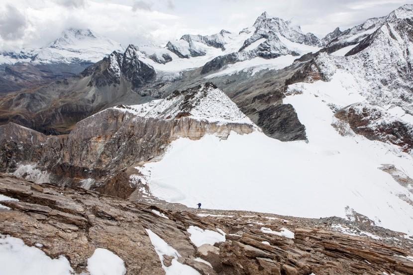 Panorama vom Mettelhorn: Matterhorn, Unter Gabelhorn, Mittler Gabelhorn, Ober Gabelhorn, Wellenkuppe und Dent Blanche. Vorn Platthorn und Hohlichtgletscher