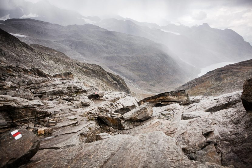 30-Monte-Moro-Pass-Blick-ins-Saastal.jpg