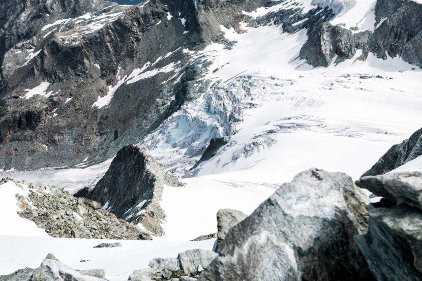 32-Glacier-de-Moiry-und-NO-Grat-Pointes-de-Mourti-vom-Gipfel.jpg